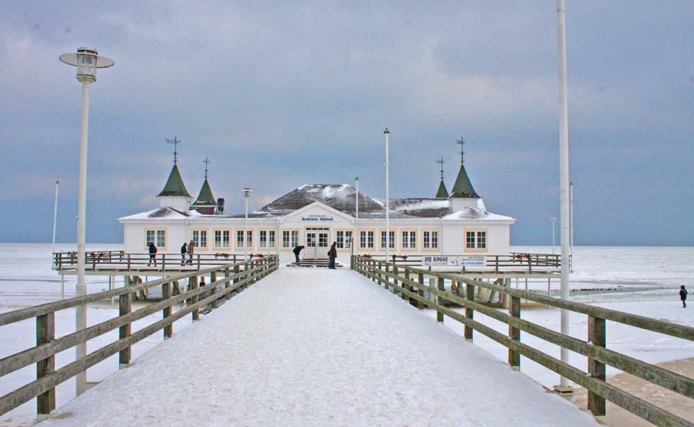Usedom Seebrücke im Schnee