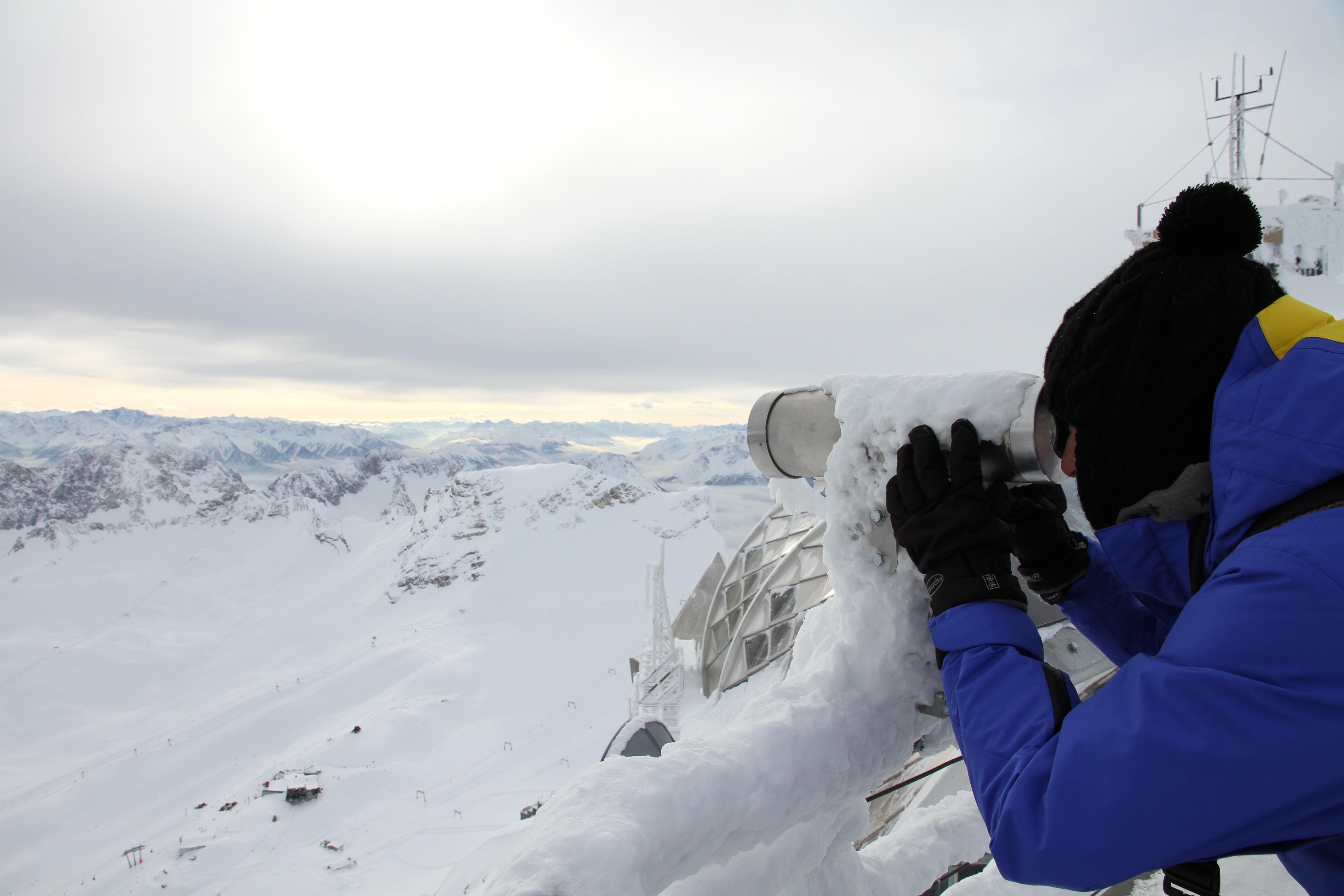 Gipfel-Panorama auf dem höchsten Berg Deutschlands: Ein traumhafter Blick über die Alpenländer Deutschland, Österreich, Schweiz und Italien – auf fast 3000 Metern Höhe.
