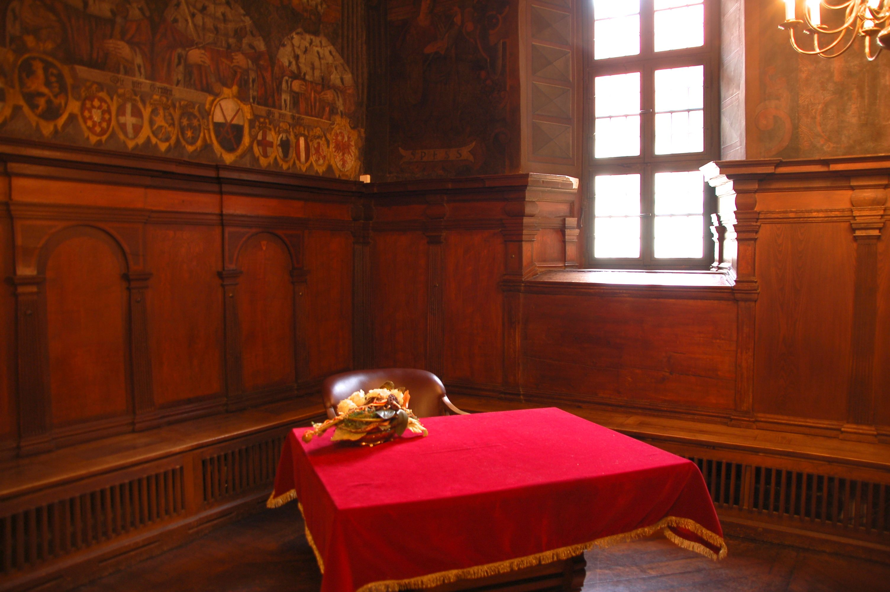 Ecke in der Ratsstube im alten Rathaus Mühlhausen, Schauplatz des Films Rubinrot
