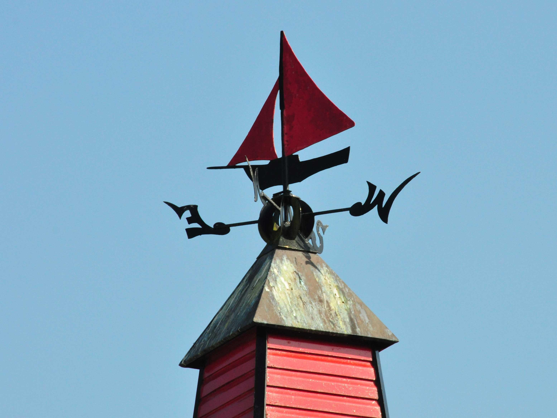 Ein Segelschiff als Wetterfahne