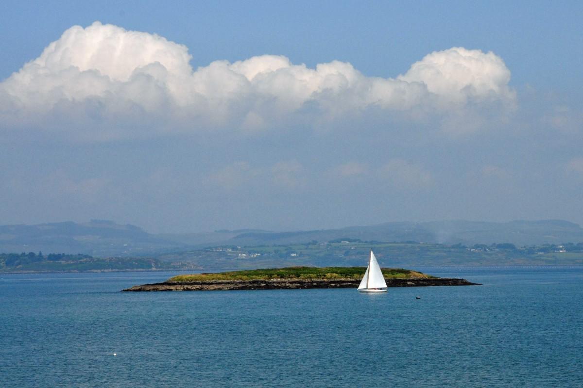 Segelboot_Insel_Wolken_0284
