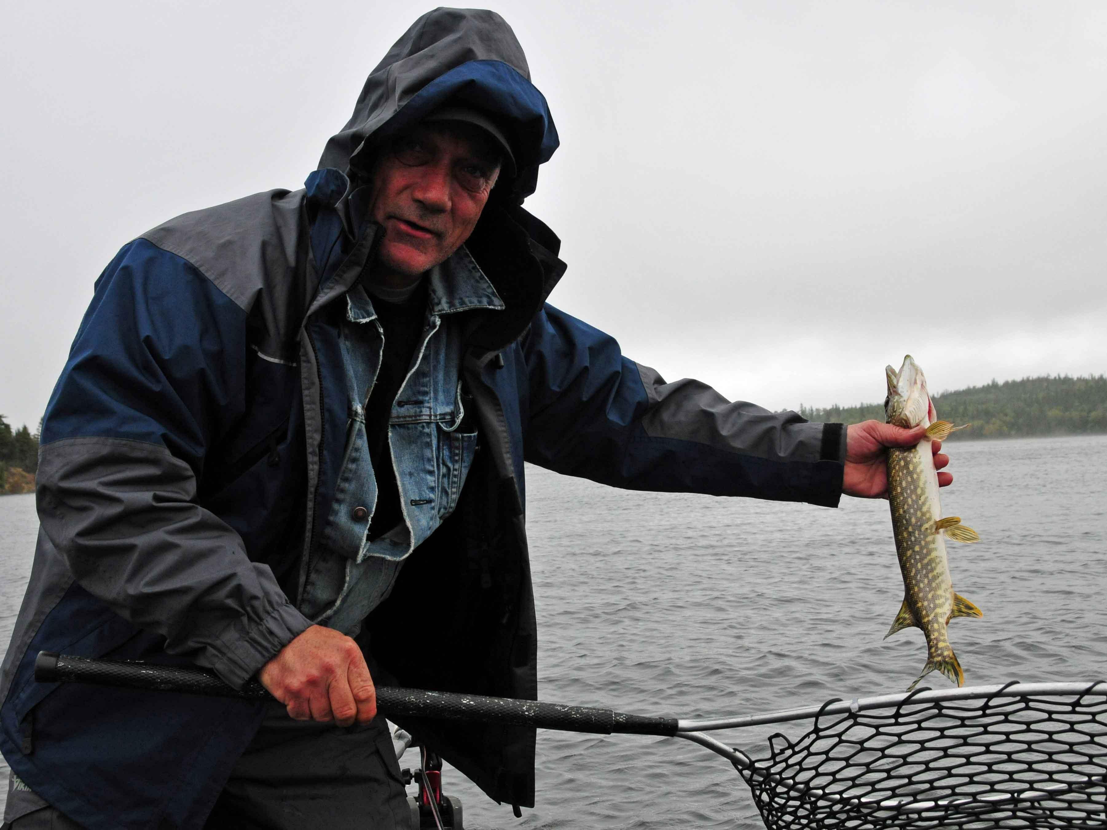 Ed mit Fisch in der Hand