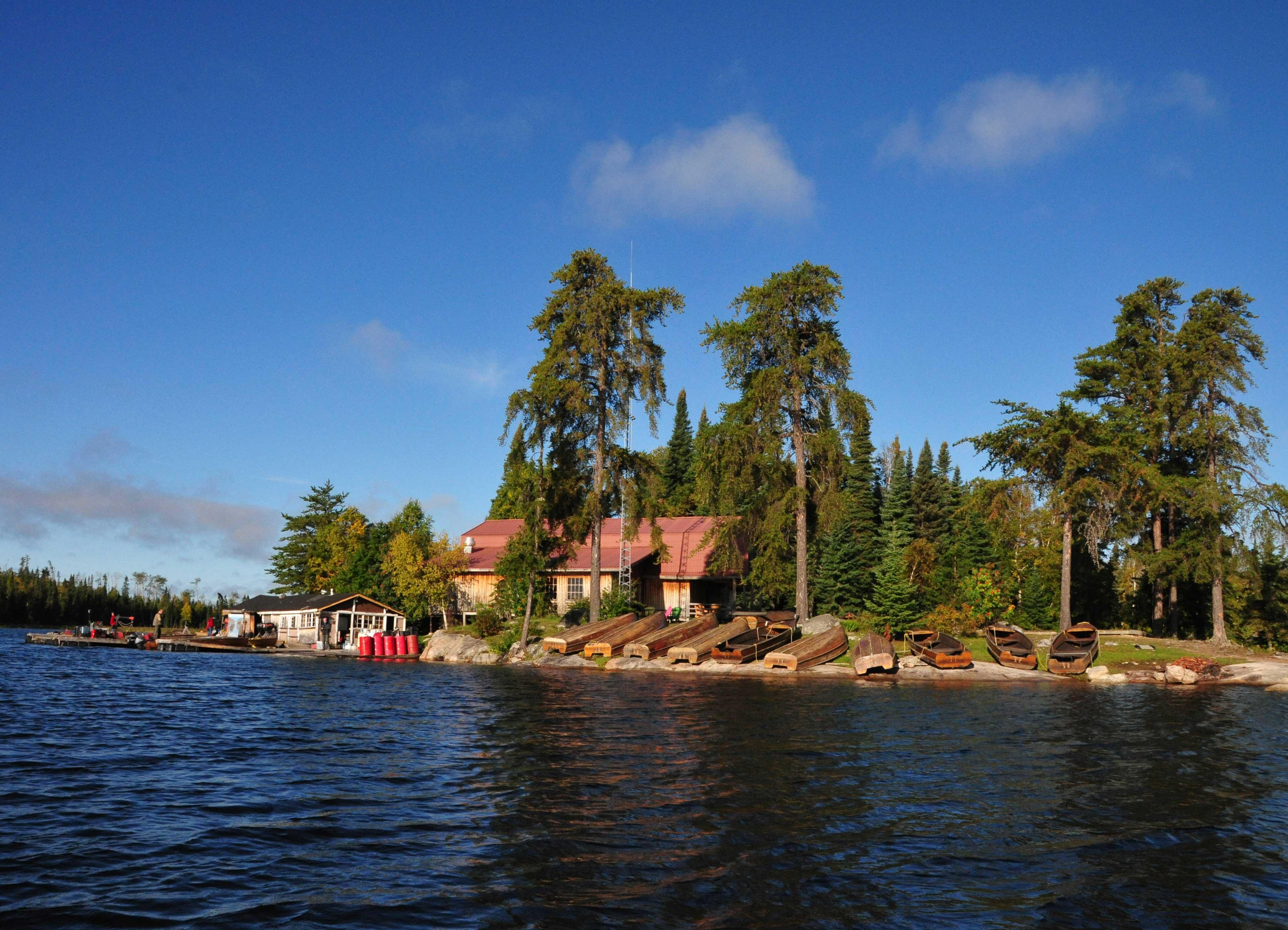 Lodge mit Booten