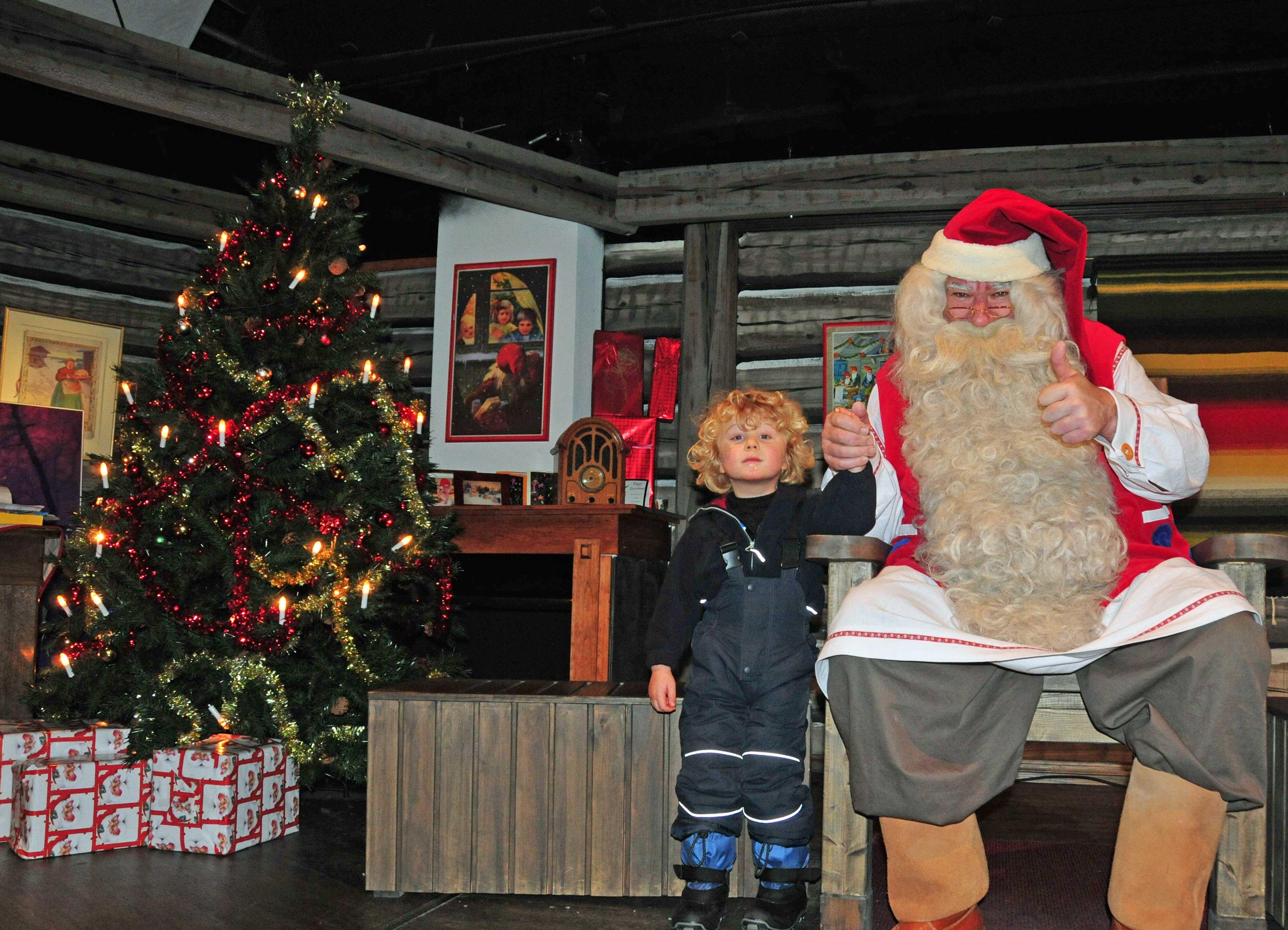 Weihnachtsmann mit Kleinkind