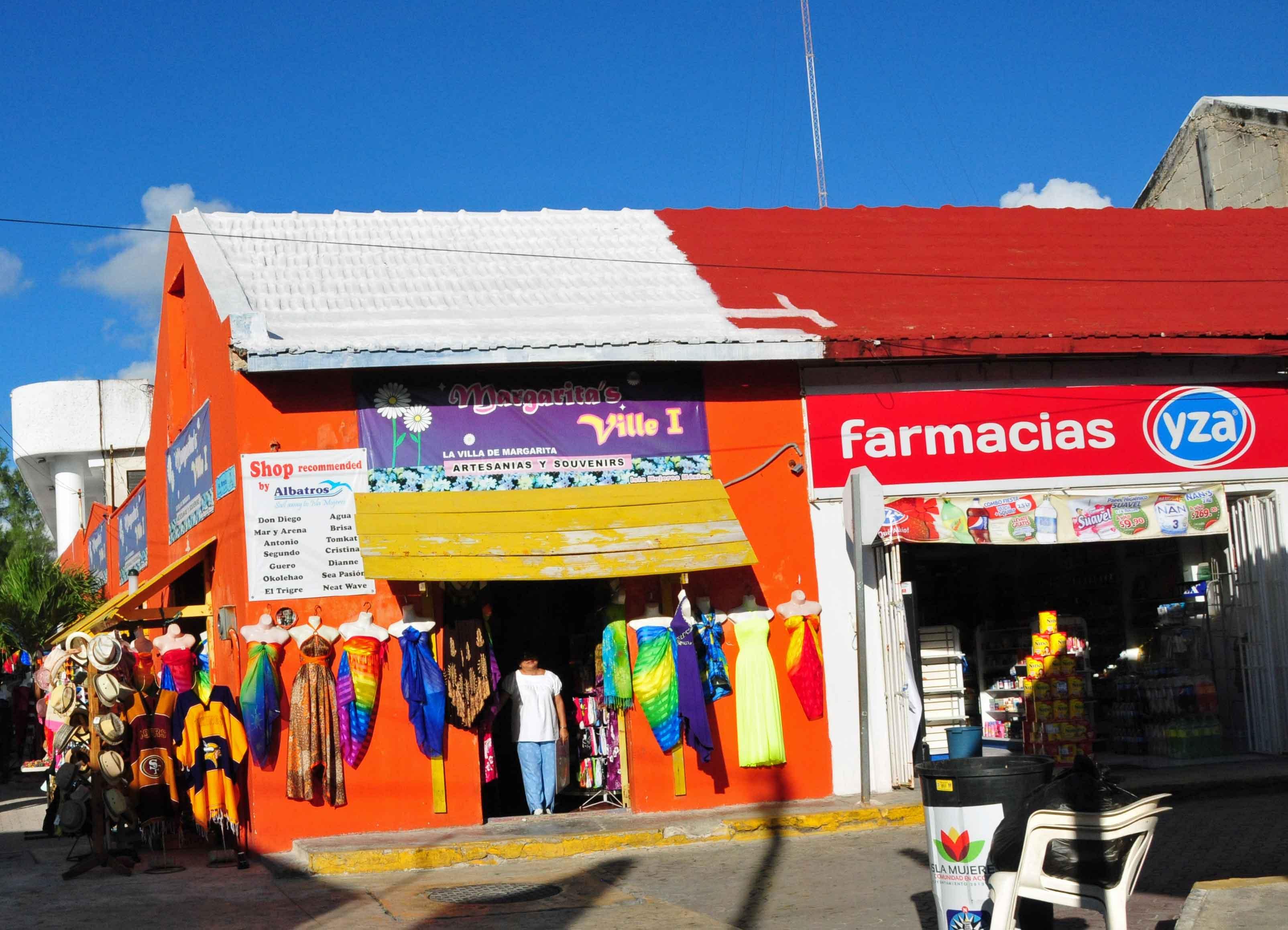 Knallbunte Holzhäuser auf der Isla Mujeres