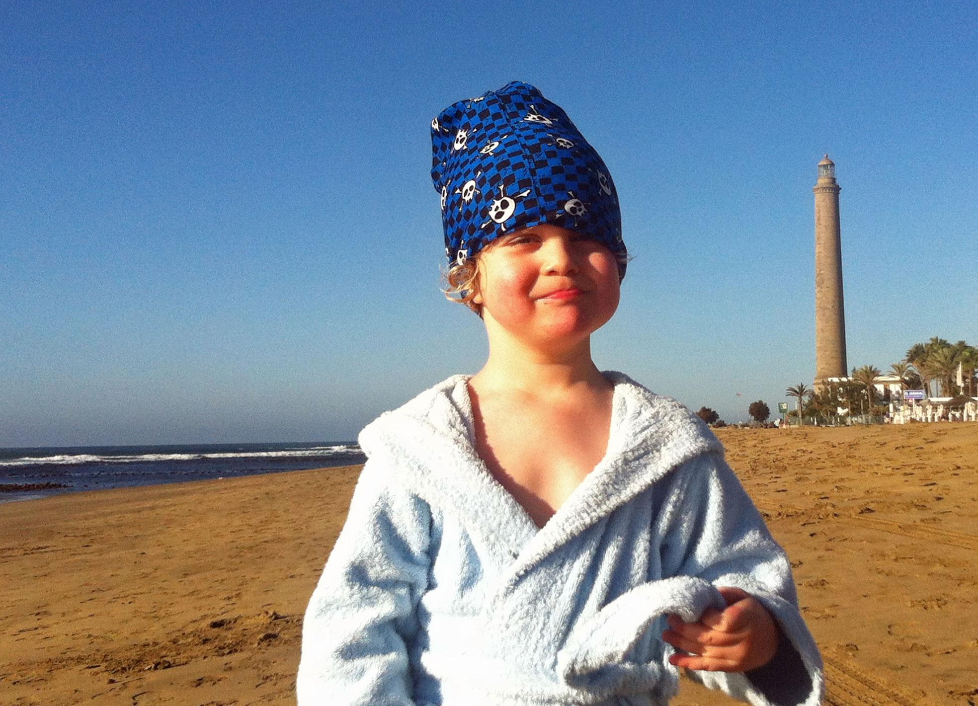 Kind am Strand von Maspalomas.