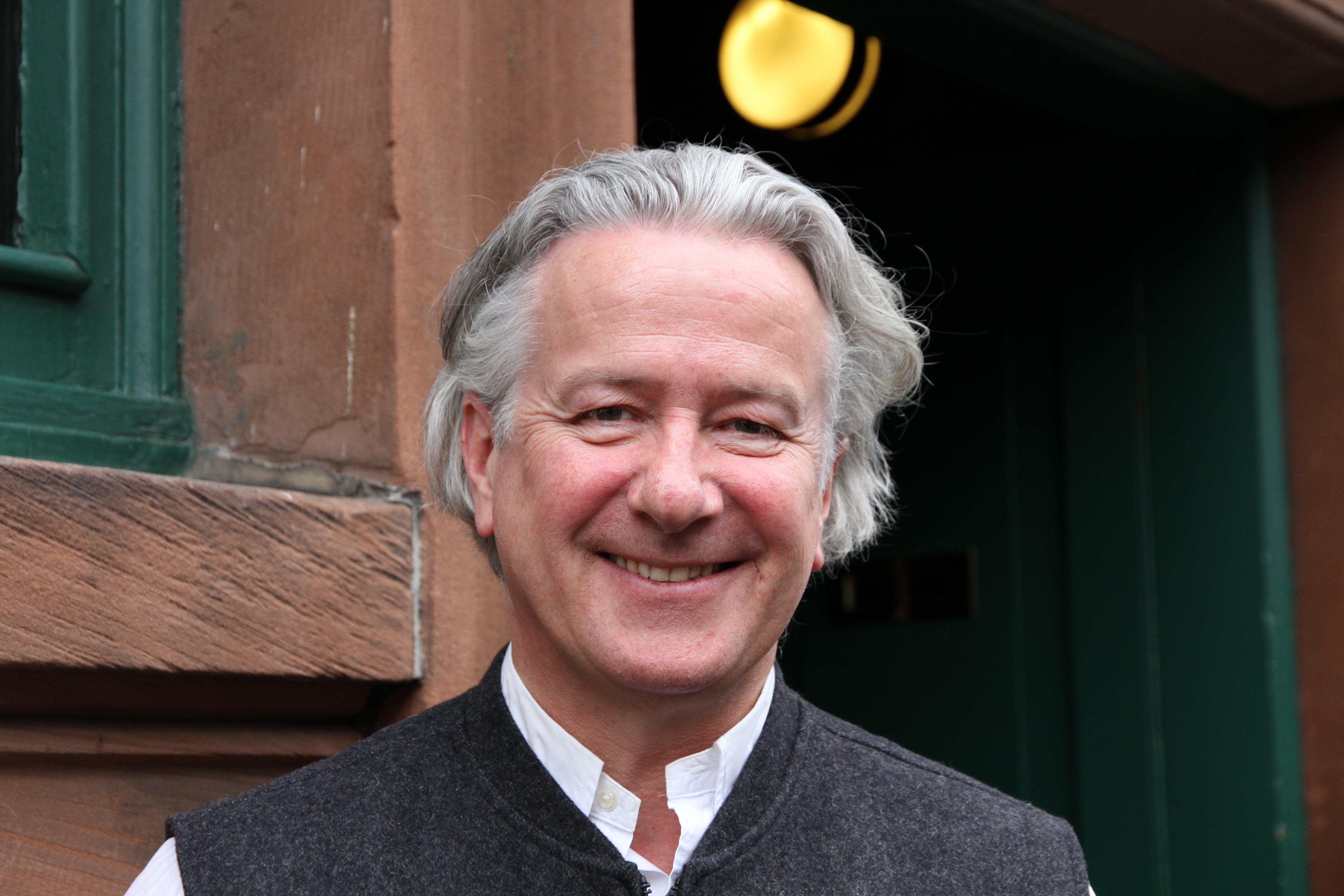 Seumas MacInnes - Wirt und Chef im Café Gandolfi.