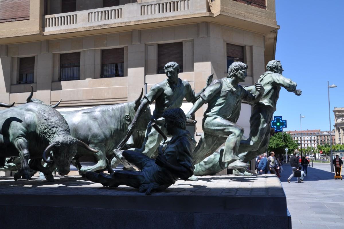 Pamplona_Fiesta_San_Fermin_Monument