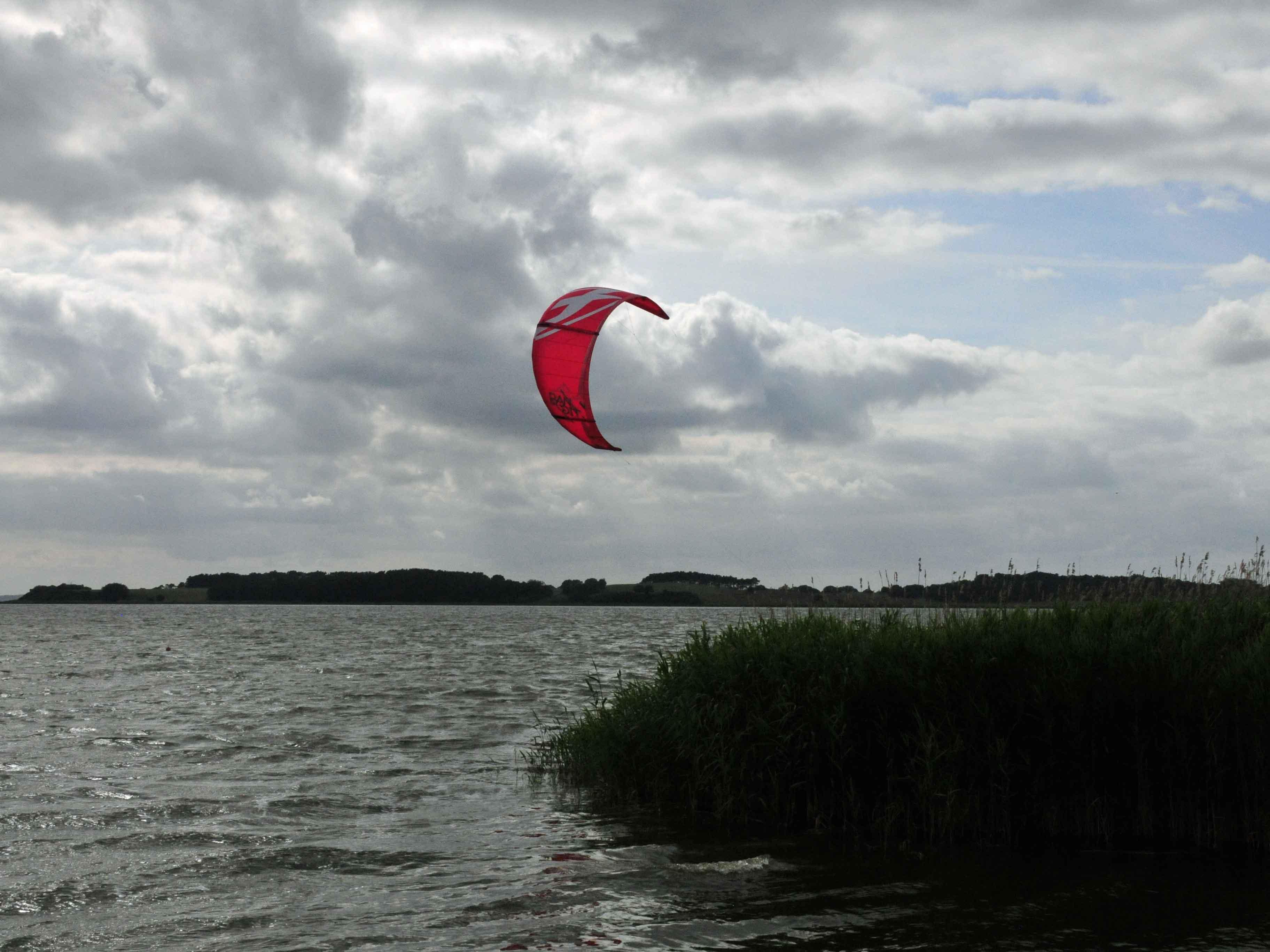 Kitesurfer vor Ückeritz, vor der Kite-, Surf-, und Segelschule Windpsort Usedom,  Familienurlaub Usedom, Tipps Familienreise, Aktivurlaub mit der Familie, Usedom-Urlaub, Reiseblog. Reisefeder