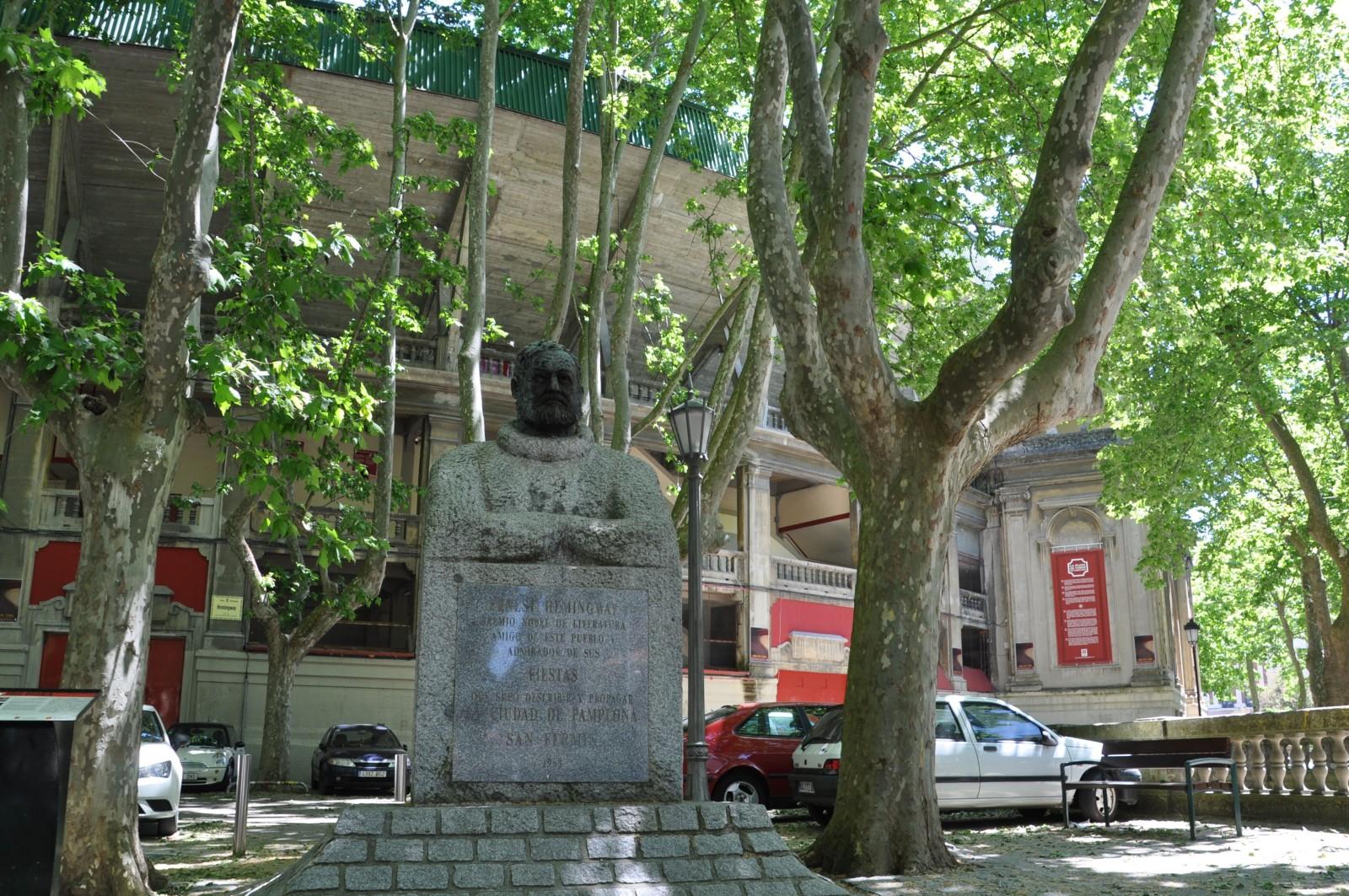 Stierkampf_Arena_Denkmal_Hemingway_Pamplona