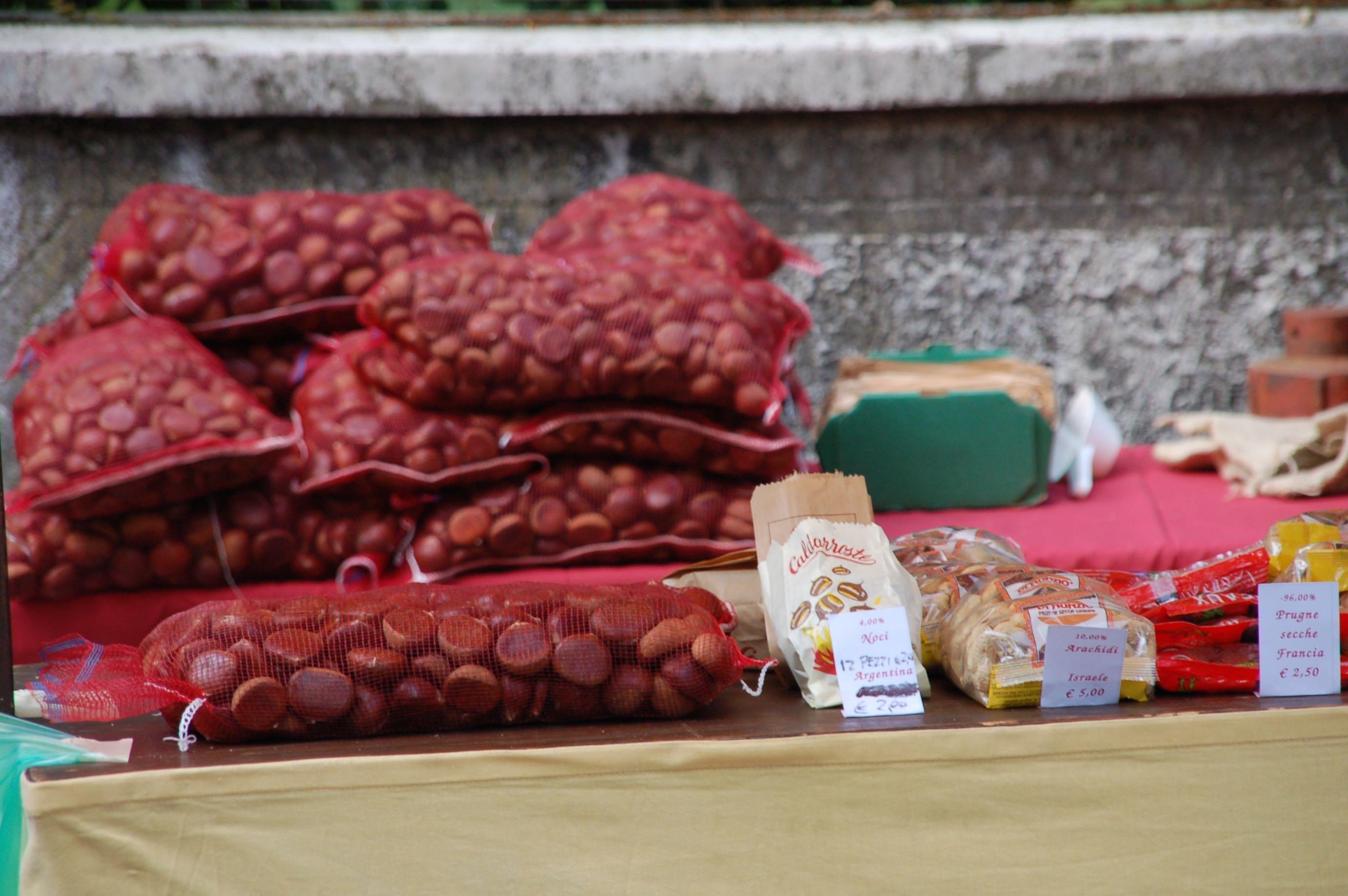 Esskastanienverkauf am Gardasee