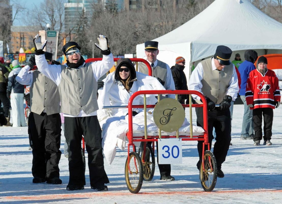Das legendäre Bettenrennen ist ein Höhepunkt der Winterludes