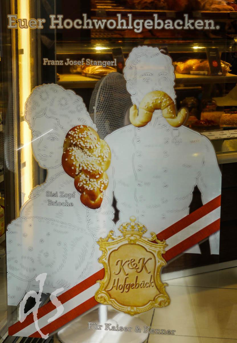 Diese Bäckerei verkauft Sissi-Zöpfe und Franz Joseph-Schnurrbärte in Teigform.