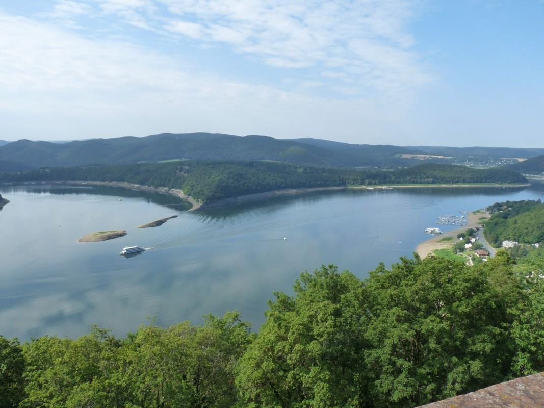 Der Edersee von Schloss Waldeck aus betrachtet