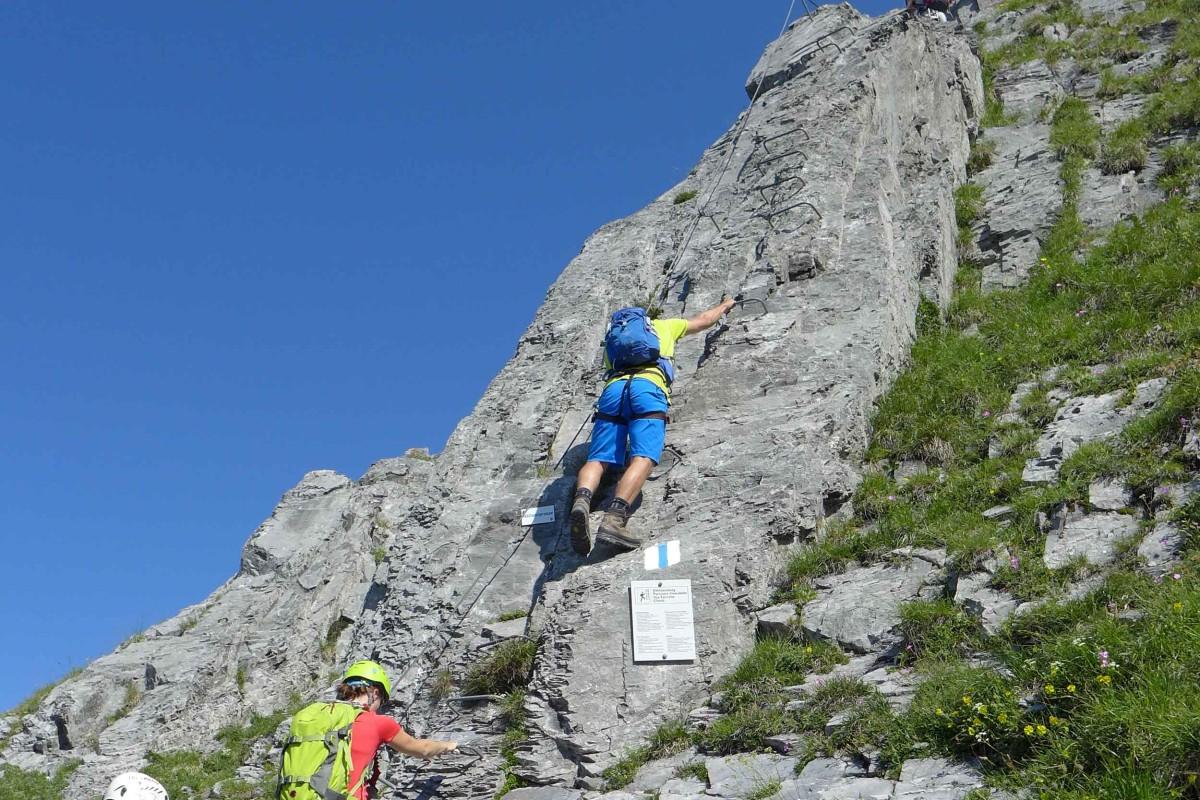 Auf einem Klettersteig im Schweizer Engelberg