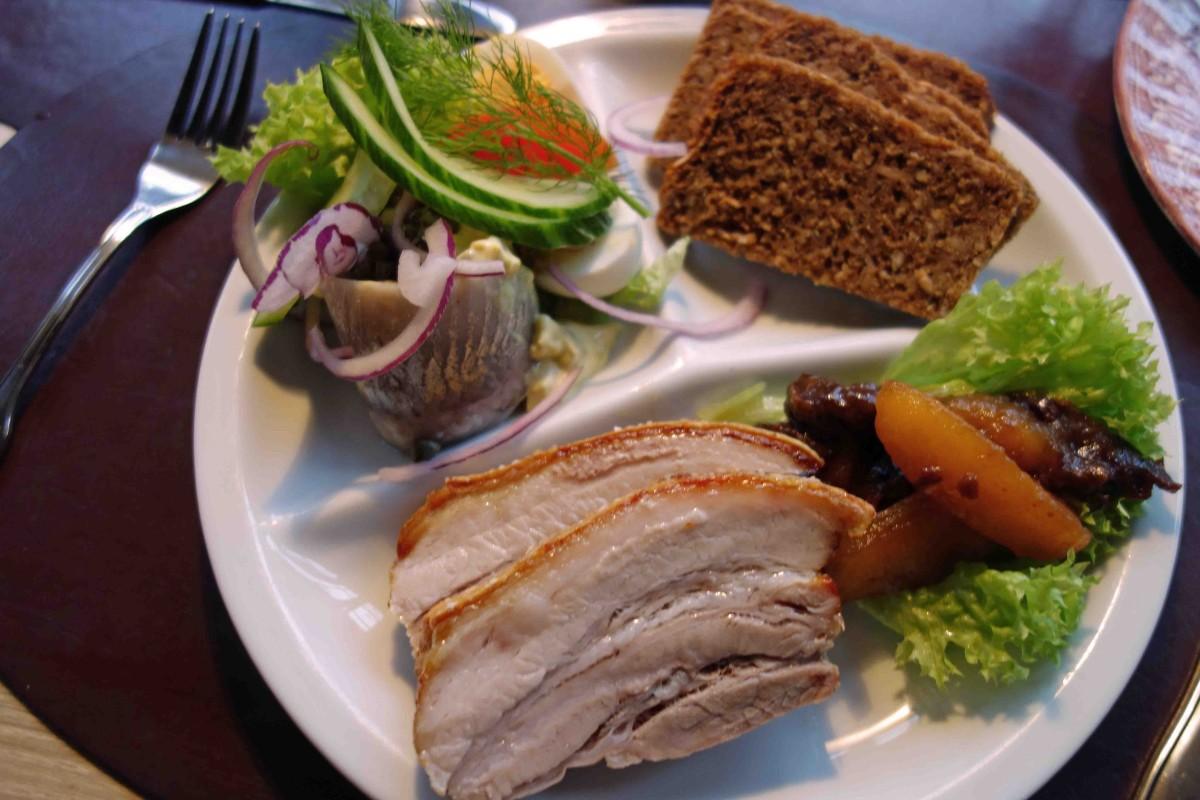Fleisch, Fisch und Brot im Restaurant Weis Stue in Ribe