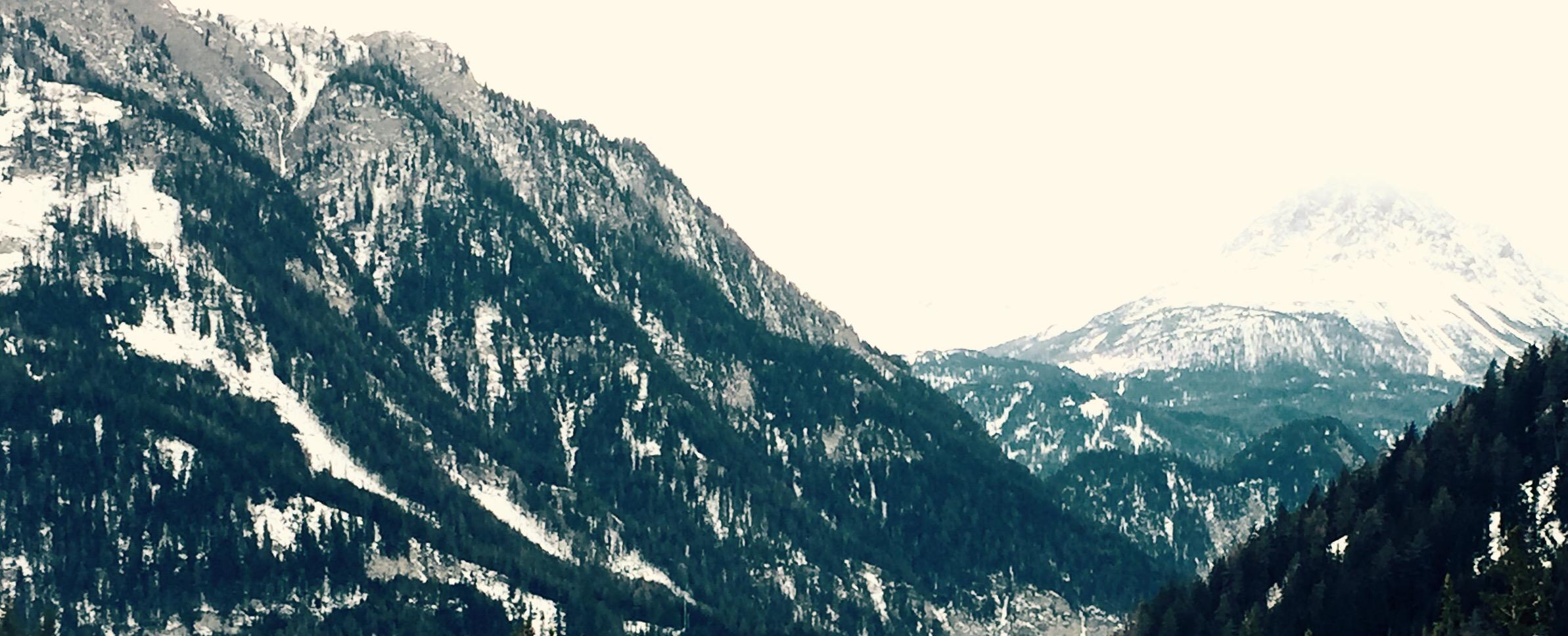 Berge und Schnee im Tiroler Oberland