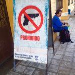 Schilder-Bilder 10: Waffenverbot auf öffentlichen Plätzen in El Salvador