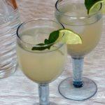Frühling auf der Zunge: Holunderblütensirup (Rezept)